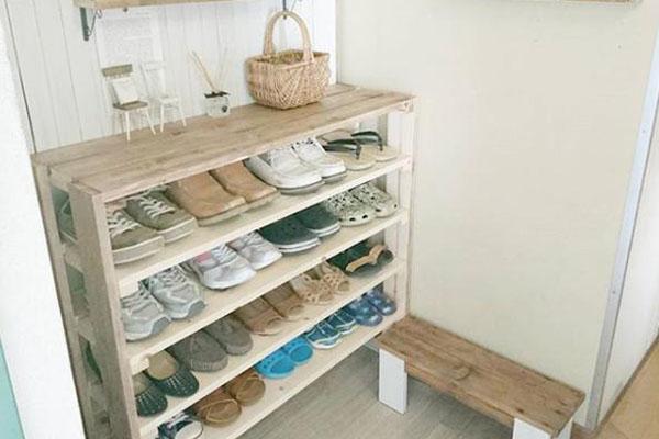 100均を賢く活用!お手本にしたい靴収納でキレイな玄関